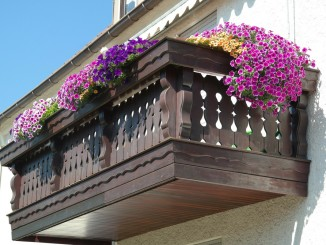 balcony-200431_1920