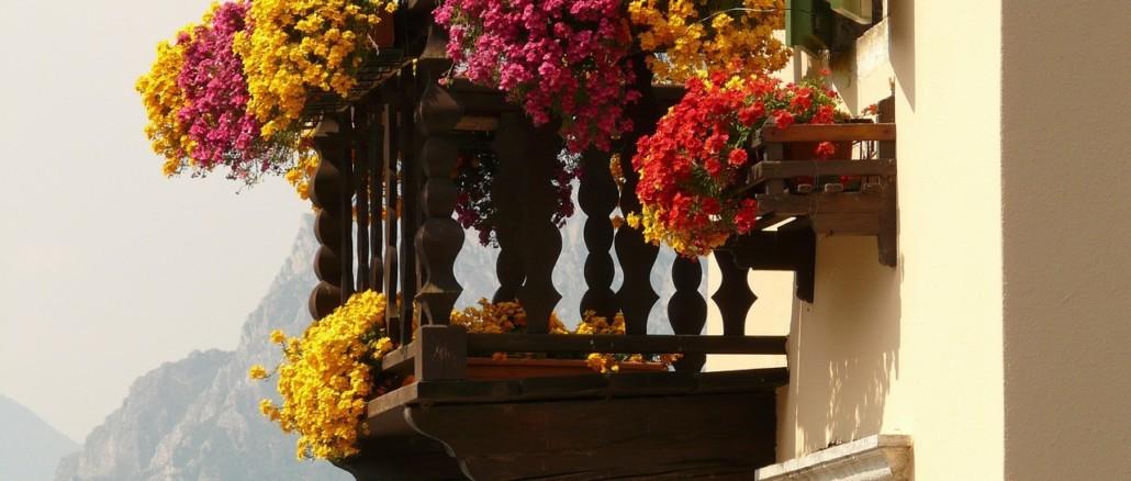 balcony-7112_1280